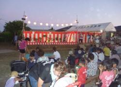 地元の祭りで踊りの披露
